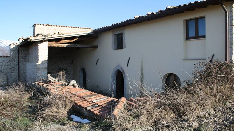 Stone house of approximately 210 sqm 2 levels with private funds....