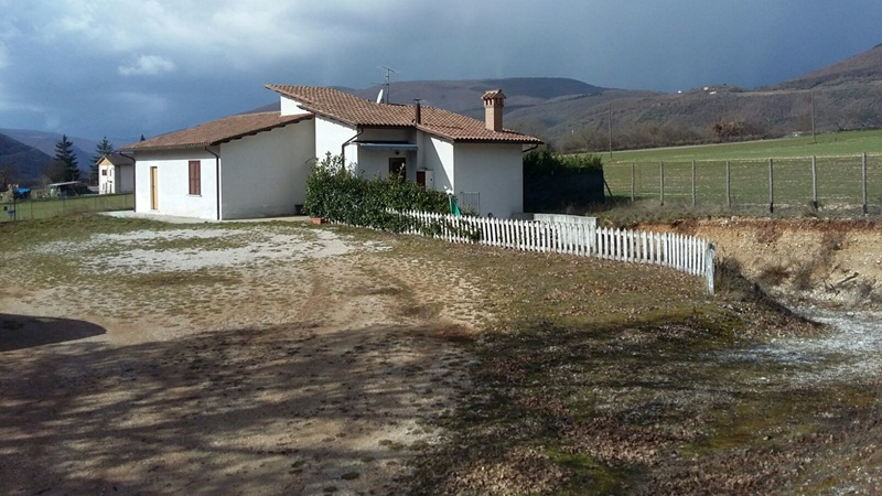 Detached house 130 sqm , living room , kitchen, hallway , three bedroo...