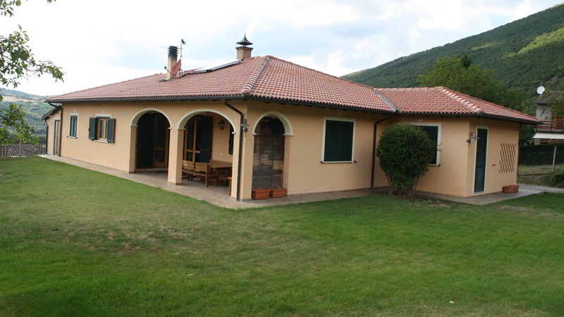 Beautiful villa of 190 square meters approximately , with attached por...